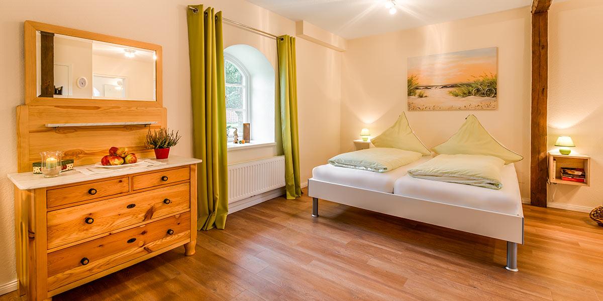 ferienobsthof altes land in jork im alten land ferienobsthof arnd schliecker reetdachhaus. Black Bedroom Furniture Sets. Home Design Ideas